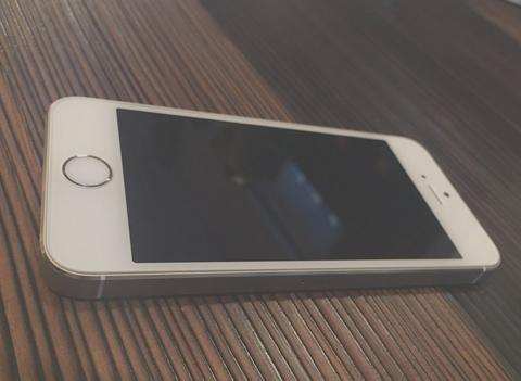 Mint condition!! Apple iPhone 5s GOLD 32Gb FU
