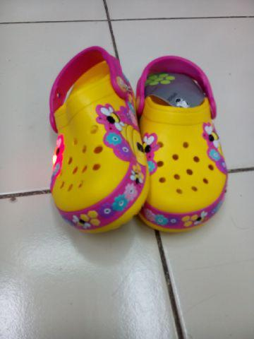 Sendal CROCS BEE LIGHT