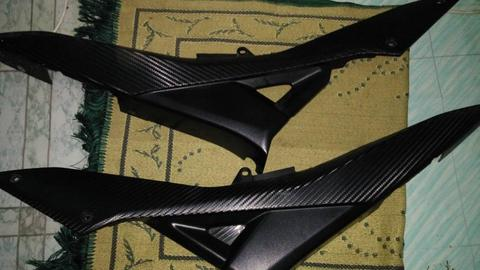 Side Cover R15 + Footrest R25