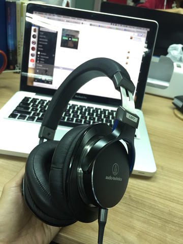 Audio-Technica ATH-MSR7 High-Res Audio Headphones