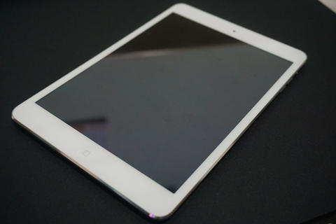 Ipad Mini 2 White 16GB WiFi only. Mulus 99,9% bonus Case + Anti Gores