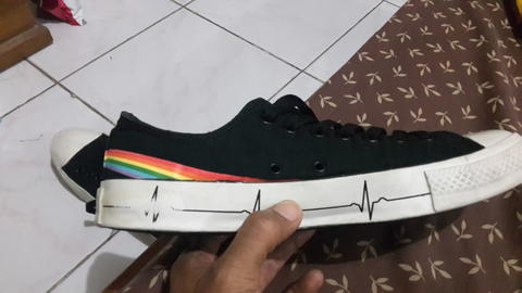 Converse Pink Floyd Dark Side Of The Moon OX Size 8.5/42