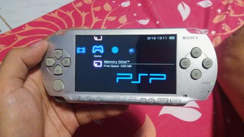 [wts] PSP Fat / PSP 1000 ice silver, cfw 6.60, 8GB full game, batre awet
