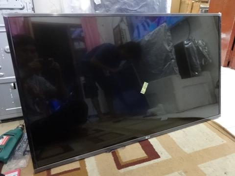 "LED SMART TV 42"" framelles murah"