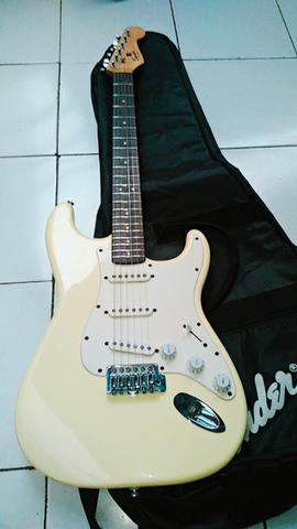 Squier Stratocaster bullet series vintage white