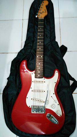 Squier Stratocaster bullet series tahun 2001 candy red apple