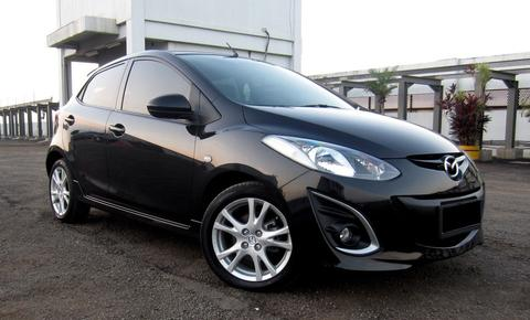 Mazda 2R Hatchback AT 2010 Hitam