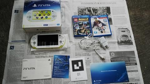 MURAH BANGET !! PAKET PS VITA SLIM LIME GREEN + 2 GAME ORI