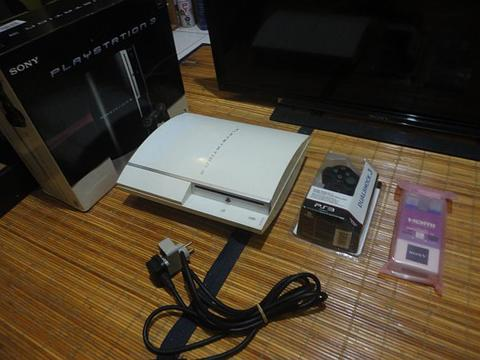 ps3/fullset/fat seri2 usb 2 port/hdd 320gb full game cfw 4.7 bs bajakan/Free Ongkir