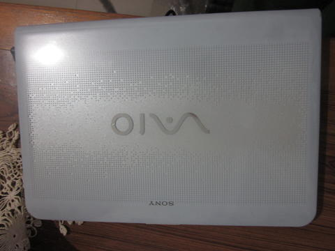 Sony vaio Core i3 VGA AMD Radeon HD 5000 HDD 30GB mulus warna putih