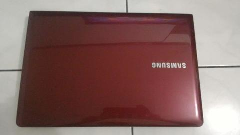 Laptop Samsung NP275 AMD E2-2000 ( Gaming )