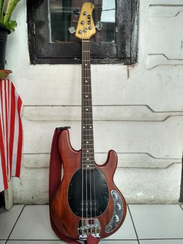 DIJUAL BASS MUSICMAN SUB RAY 4 SECOND MURAH