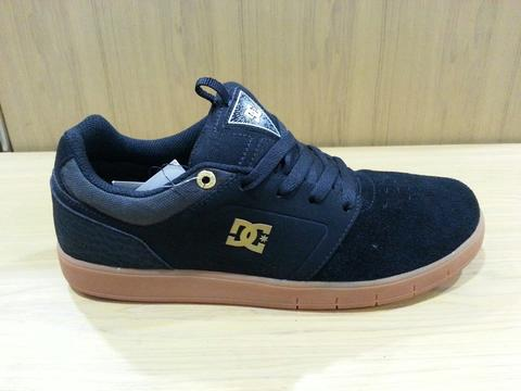 Terjual Want To Sell DC Shoes Original 100% harga bawah retail part ... 0dc831650a