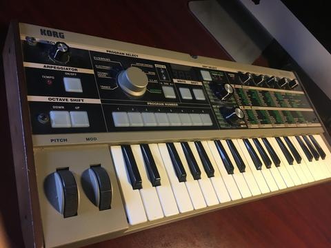 microKorg Synthesizer / Vocoder