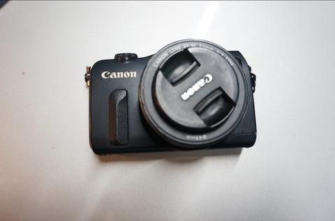 Canon EOS M mirrorless + lensa kit 22mm | Black