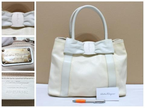 Tas branded SALVATORE FERRAGAMO SF95 White PVC Coated Tote second ori