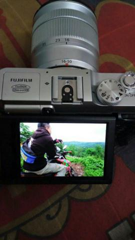 Dijual kamera mirrorless FUJIFILM XA-2 SECOND