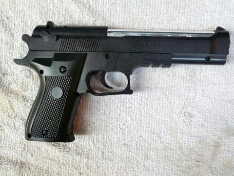 mainan pistol spring model m92 big size.