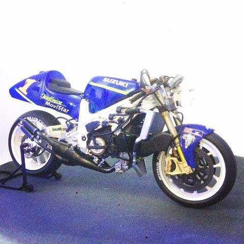 Suzuki RGV-R500 - Kenny Roberts Jr. - Tamiya Finish Product