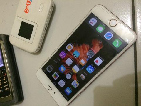 Terjual iphone 6s plus 16GB rose gold minus murah COD  eeccbee60f