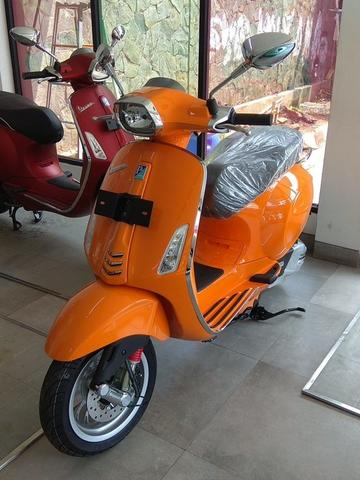 PIAGGIO VESPA SPRINT 150 IGET WARNA ORANGE