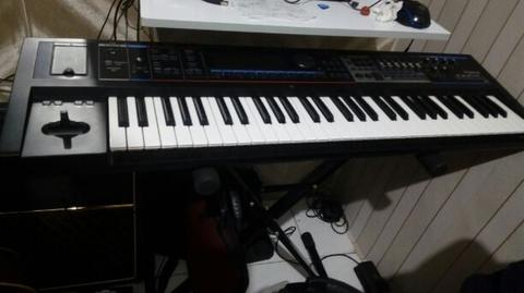 synthesizer roland juno gi