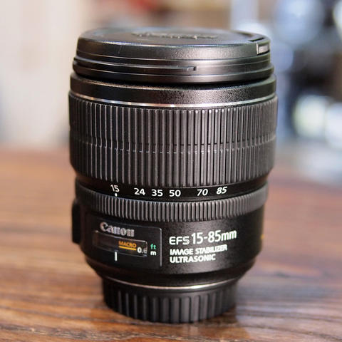 CANON EF-S 15-85mm f/3.5-5.6 IS USM - GOOD CONDITION | 0977