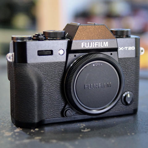 FUJI X-T20 / XT20 BODY ONLY - GOOD CONDITION | 9534
