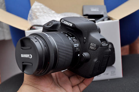 Canon 700D kit 18-55 is STM