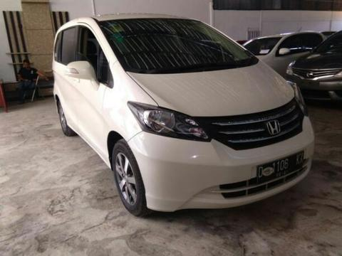 honda freed psd at 2011 putih dp minims