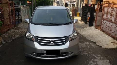 Honda Freed PSD 2011 Metic Warna Silver