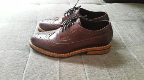 Fionn Baxter longwing with Goodyearwelt Cons size 43.