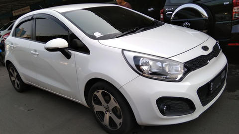 Kia Rio At 2013 Automatic Putih Metalic Istimewa
