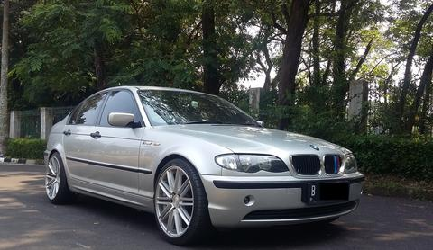 BMW 320 E46 SILVER ON BLACK 2005 RAWATAN SUPERB