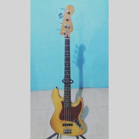 Fender jazz bass made in mexico thn94