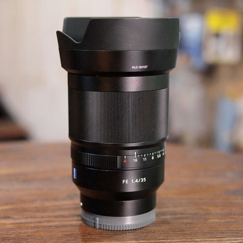 Sony Distagon T* FE 35mm f/1.4 ZA - MINT CONDITION | 0718
