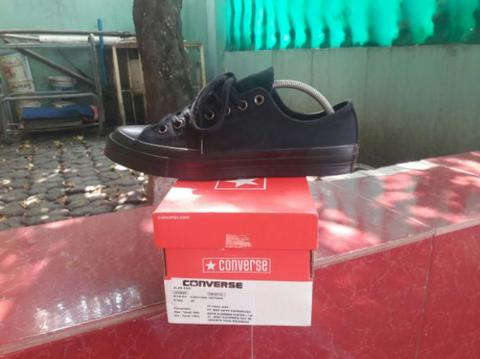 Converse 70s all black triple black (not vans nike adidas macbeth asics)