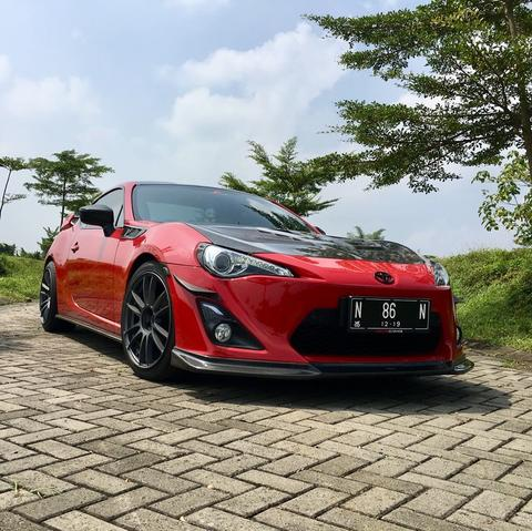 TOYOTA FT86 GT RED ON BLACK 2014