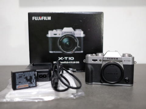 Fujifilm Fujinon XT 10 Body Only Silver -Normal mint condition-