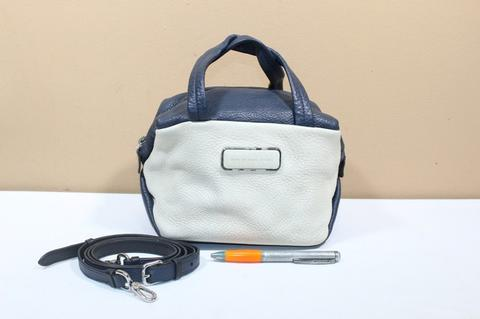Tas branded MARC By MARC JACOBS Sling selempang white gray second original
