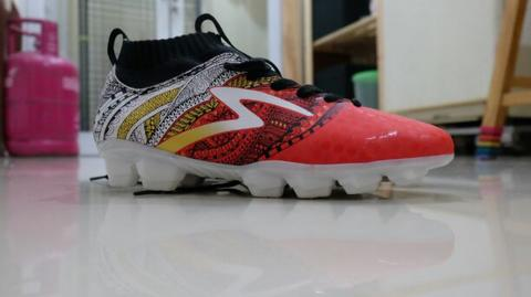 SPECS HERITAGE FG AND BARRICADA ULTRA IN