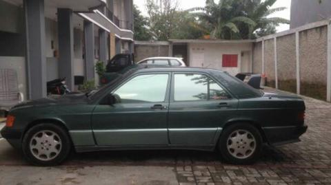 mercy 90e 2.0 A/T thn 85. Sunroof sliding manual.
