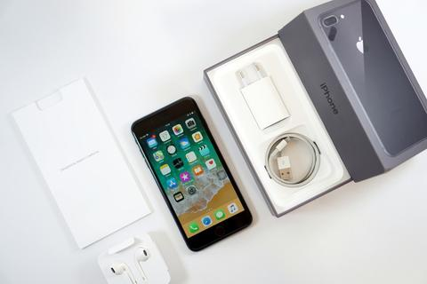 Apple iPhone 8 plus 64GB Space Gray iBox ( PA / A )   mint condition