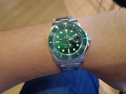 [For Sale] Rolex Submariner Ceramic Green dial and bezel HULK – 116610LV