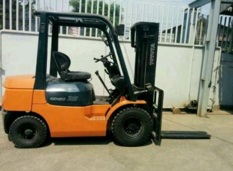 FOR SALE FORKLIFT TOYOTA 2.5 TON
