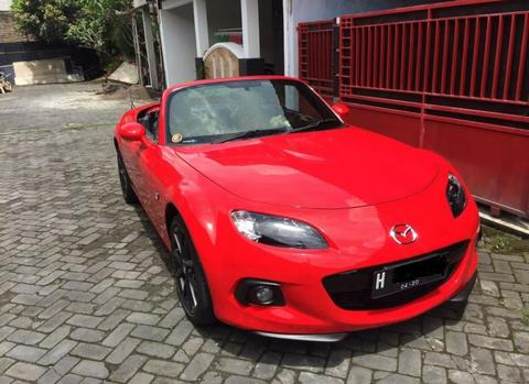MAZDA MX5 MIATA RED ON BLACK 2015