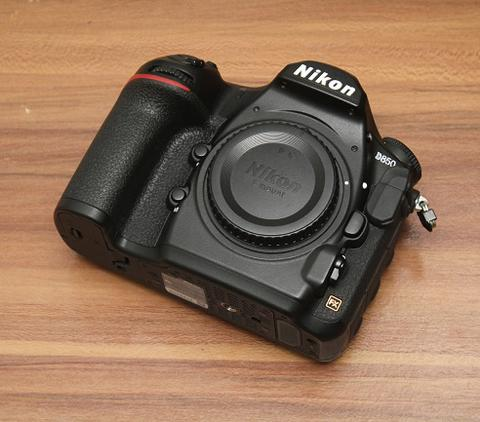 NIKON D850 BODY ONLY - LIKE NEW - FULLSET BOX