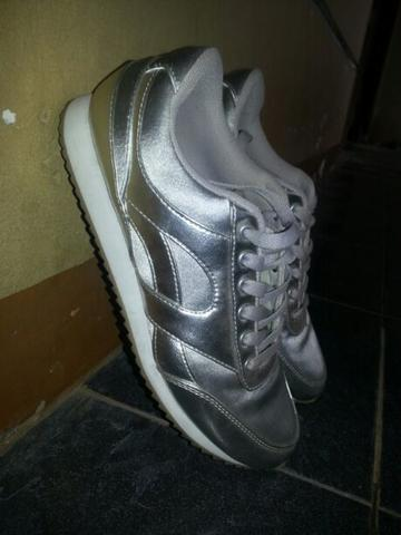 Sepatu / Sneakers Divided by H&M Size 39