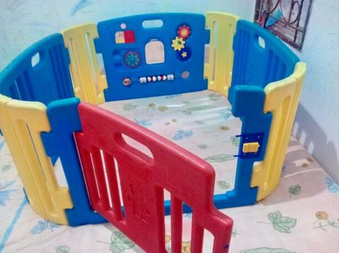pagar bayi, baby play room