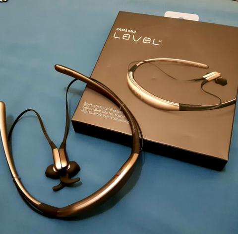 SAMSUNG LEVEL U BLUETOOTH HEADSET GENERASI PERTAMA